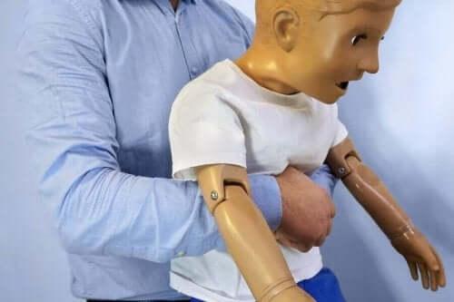 дії коли дитина подавилася