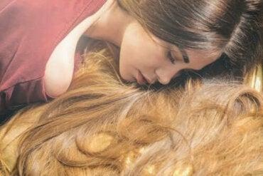 Ефірні олії для росту волосся