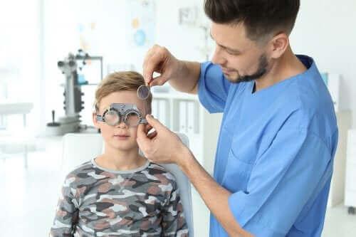 Як розпізнати порушення зору в дитини?