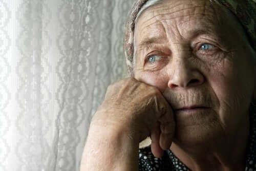 які патології має самотність літніх людей