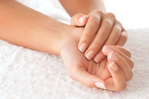 желатин зміцнює нігті
