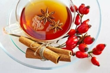 Чай з шипшини: переваги та запобіжні заходи