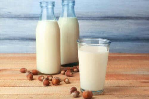 Які властивості має молоко фундука