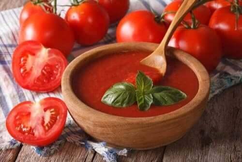 овочеві крем-супи з помідорами