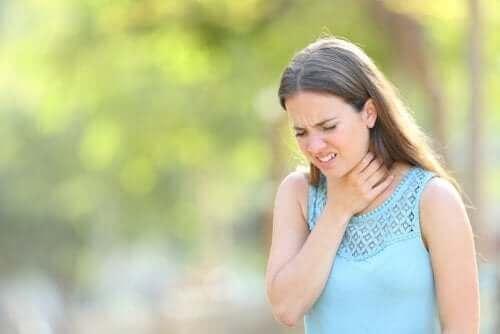 Надмірна секреція слизу в горлі