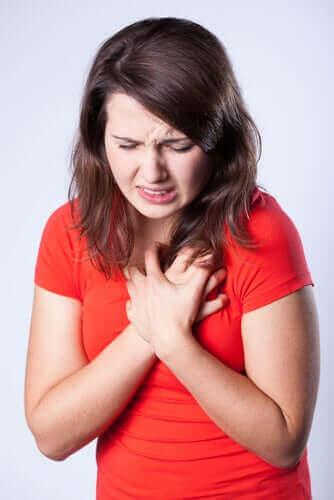 Дізнайтеся більше про біль у грудях