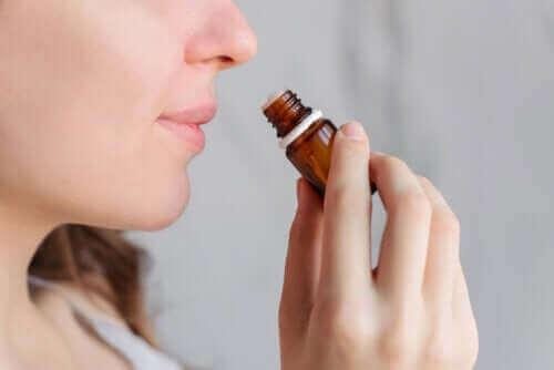 Чи допомагає ароматерапія полегшити менструальний біль?